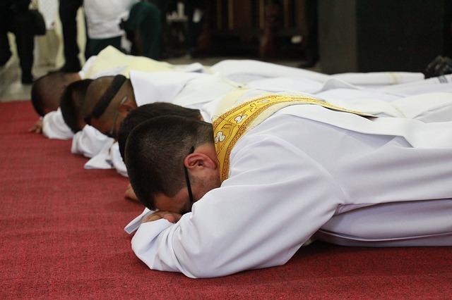 Come si diventa diacono preparazione e formazione spirituale